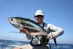 Günter Feuersteinc mit Yellowfin Tuna fly fishing Guatemala